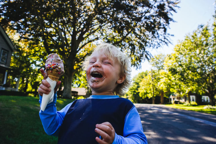 little blonde boy with messy face eating ice cream cone and laughing Blonde Blooming Boys Childhood Chocolate Eating Hanging Out Happiness Happiness ♡ Happy Ice Cream Ice Cream Cone Ice Cream Time Ice Crystals Outdoors Sunny EyeEmNewHere Fresh On Market 2017