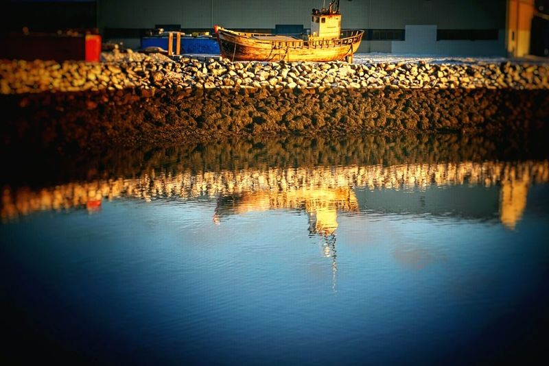 Reflection_collection Oldboat Frosty Mornings Wintertime ⛄ Beautiful Day Enjoying Life Taking Photos Stones December Morning