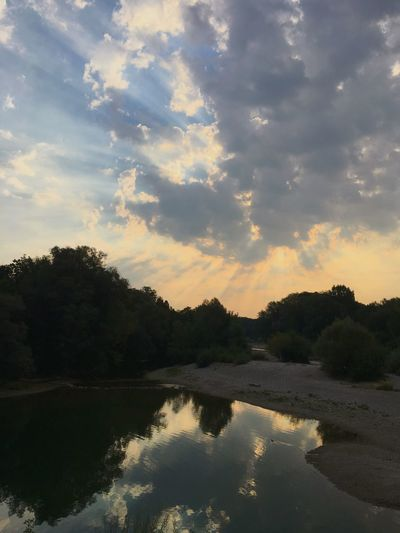 Morgenstund hat Gold im Mund, Morgens schwimmen am Flaucher, erfrischt herrlich! Nature Swimming River Water Tree Sky Reflection Cloud - Sky Plant Beauty In Nature Scenics - Nature Nature Tranquility Lake Sunset Idyllic No People Outdoors Tranquil Scene Forest