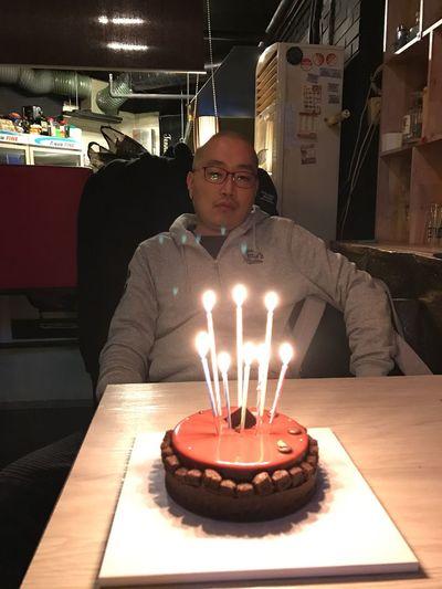 셀카 생일상 늙는다 왠지 서글프다