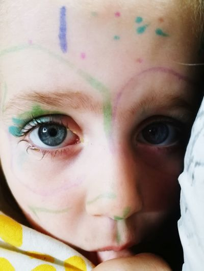 When dad doesn't look for 5 minutes Make Up Drawingonmyself Mascara Beautiful Human Eye Portrait Young Women Human Face Looking At Camera Headshot Childhood Beautiful Woman Eyelash Front View