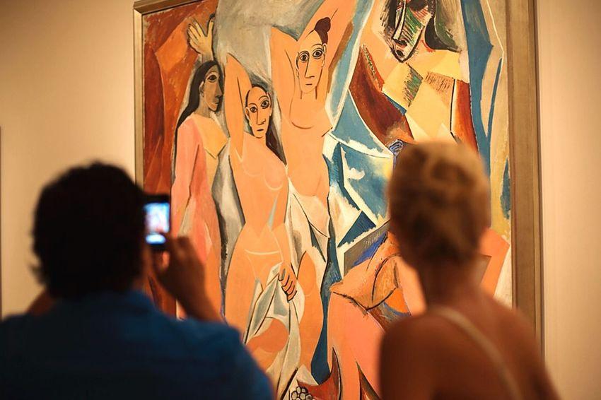 Las Señoritas de Avignon. Picasso Moma New York Art Cubism People In Museum