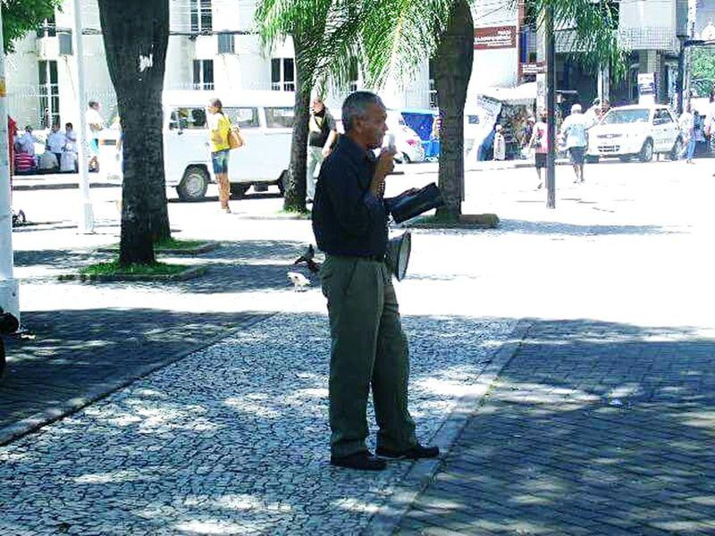 """Praça do diário, este senhor afirma : """"O fim está próximo..."""" Recife, BRASIL UrbanSpringFever Adapted To The City"""