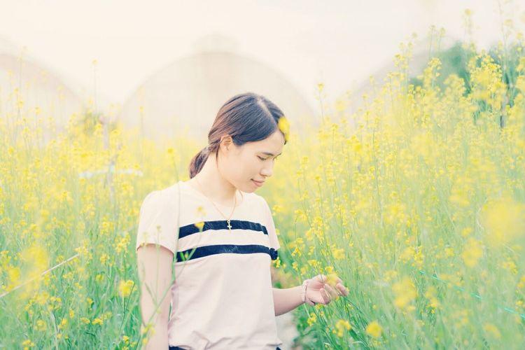 My girl friend First Eyeem Photo Woman Field Asian  Green Yellow Flower