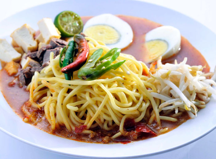 Close-up Crockery Egg Food Food And Drink Freshness Fried Fruit Garnish Healthy Eating Indoors  Italian Food Meal Meat No People Pasta Plate Ready-to-eat Serving Size SLICE Spaghetti Still Life Vegetable Wellbeing