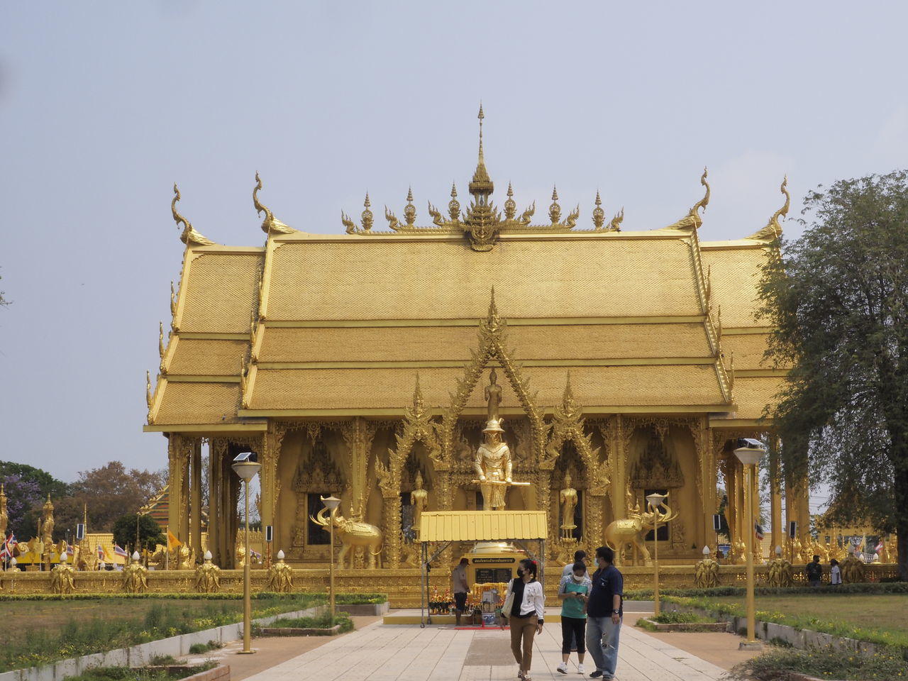 GROUP OF PEOPLE IN FRONT OF TEMPLE