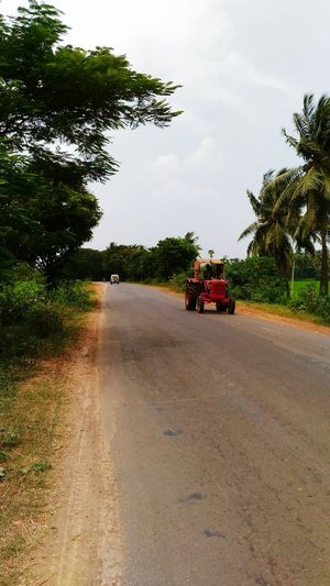 Indian roads Taking Photos ❤ Love Taking Pictures ❤️ Fantastic Weather! Street Photography Streetphotography Agricultural Machinery Tractor Indian Roads Indian Roadways Agricultural Tractor Agriculture Indian Culture  Trying New Things