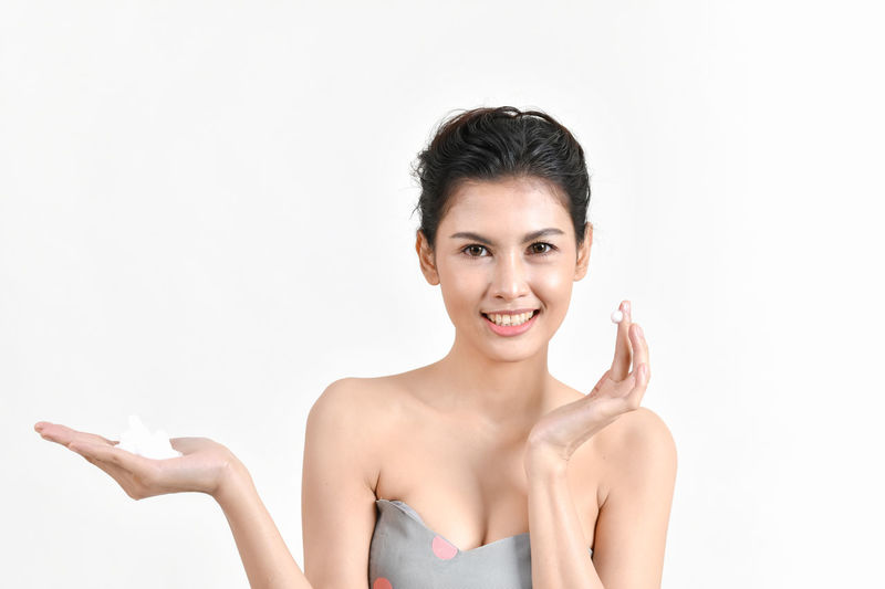 Beautiful Adult Beautiful Woman Beauty Body Part Cleansing Foam Front View Hair Hairstyle Happiness Headshot Indoors  Looking At Camera One Person Portrait Self Improvement Skin Smiling Studio Shot Teeth Waist Up White Background Women Young Adult Young Women