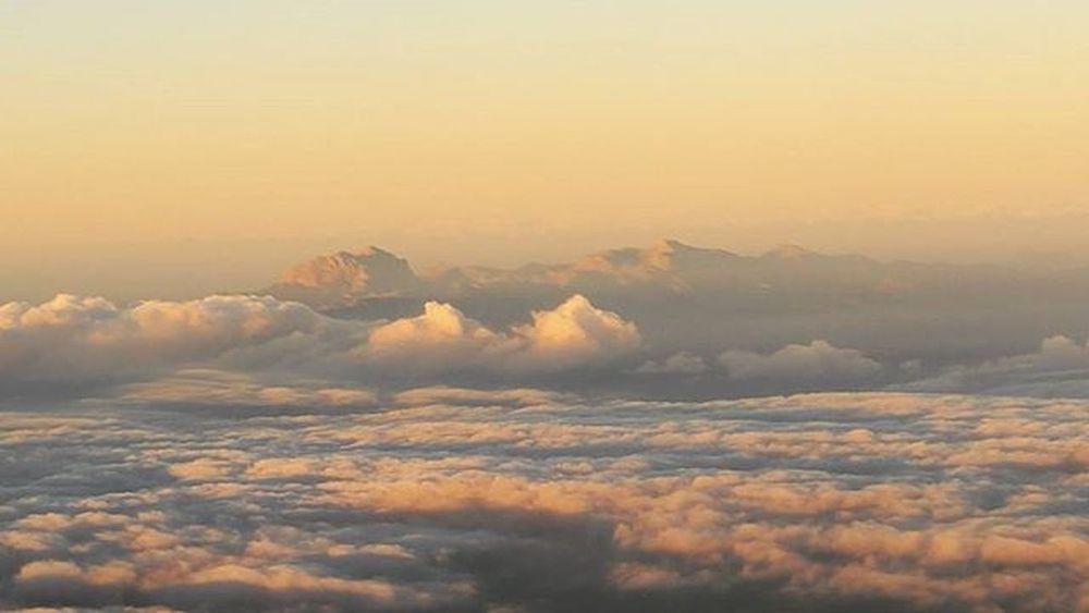 La Sierra de Tramontana desde el aire. Última imagen de Mallorca . Gracias amigos de la @binissalemdo enhorabuena por esos 25anysDOBinissalem y a por otros 25 más. Gracias por vuestra hospitalidad y a convertir la zona en el NapaValley español