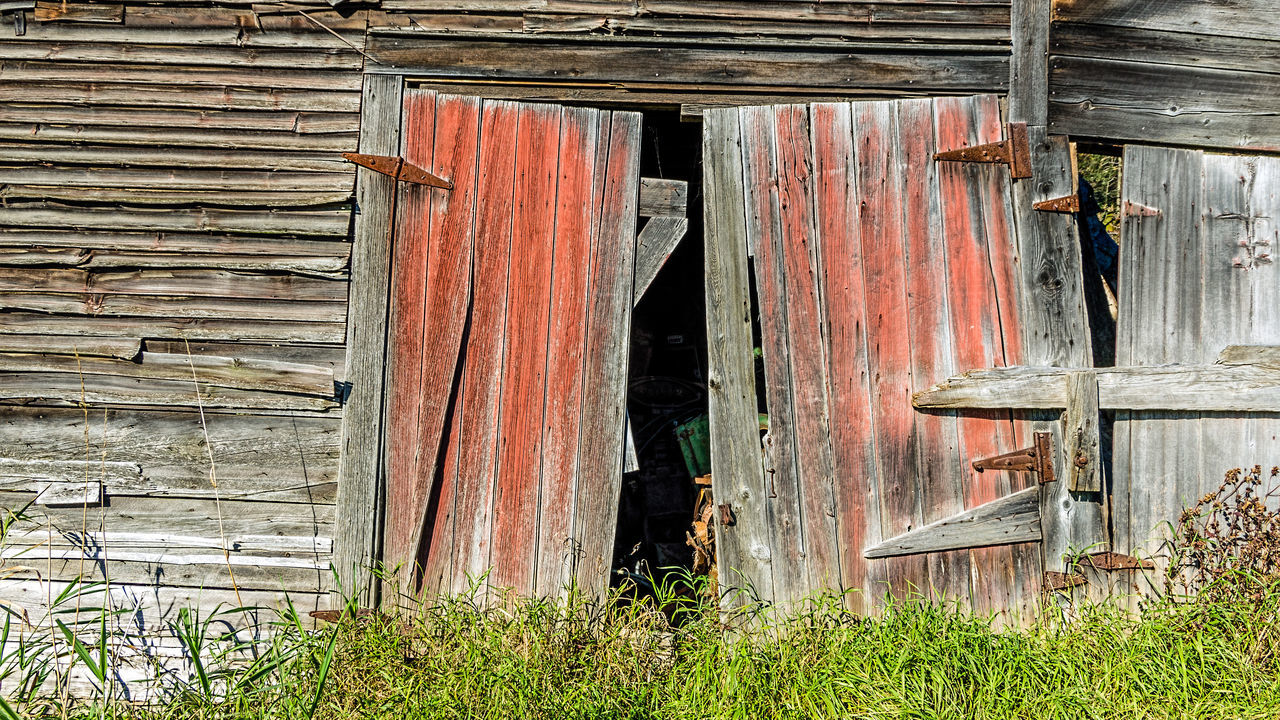 wood - material, door, day, weathered, architecture, no people, outdoors, built structure, abandoned, building exterior, barn, close-up