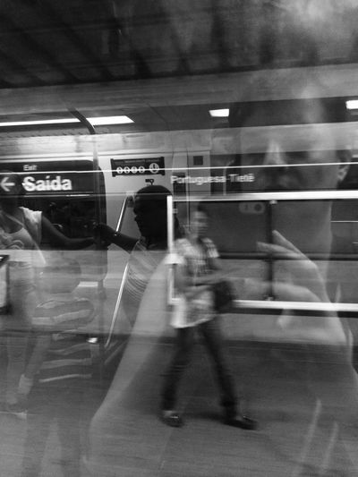 Showcase: January HiFiPhotographia Noiretblanc Pretoebranco HifiFernandaCoronado Blackandwhite Blackandwhitephotography Blacoynegro Black & White Blancoynegro Train Streetphotography