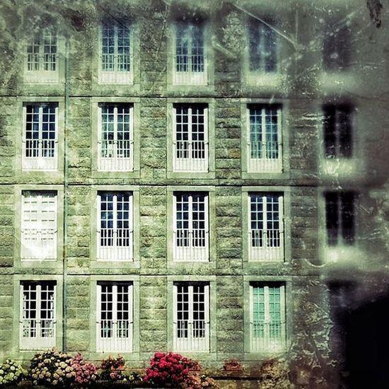 Saint Malo - intramuros Nikonfr Igersfrance Igersbretagne Saintmalo Architecture Archilovers Picsoftheday Bretagnetourisme Archi Architectureporn Window Architecturelovers Bretagne France