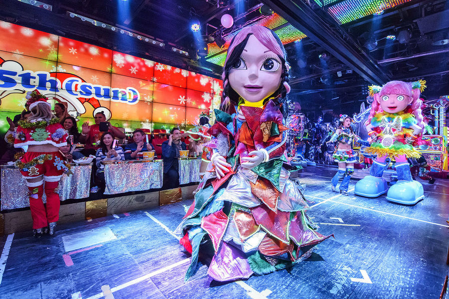 performance at the robot restaurant Adult Adults Only Colourful Dance Full Length Indoors  Kabukicho Multi Colored Music Neon Lights Night People Performance Performer  Robot Restaurant
