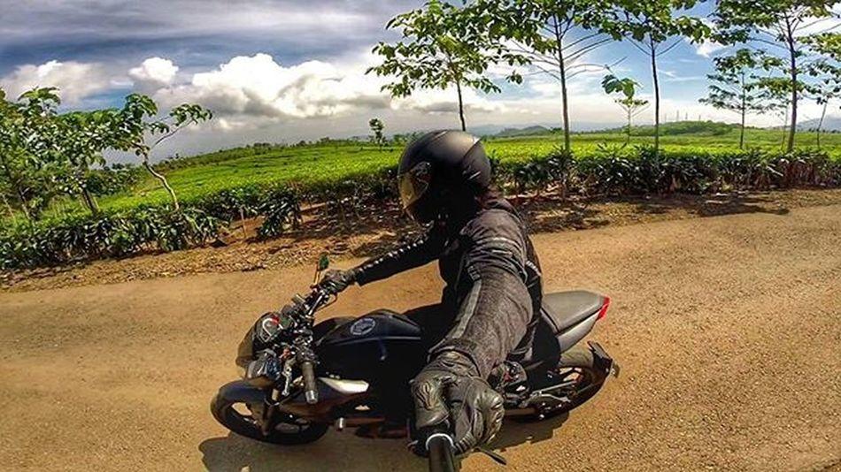 Motorcycle Kawi Kawination Kawasakiz250 Kawasaki Z250 Nakedbikenation NakedBike Eatsleepshift🔃 Komine Ixs Gopro Gopro3plus Goproblackedition Goproeverything Goprooftheday Goprohero3 Gopro_moment Val  2015