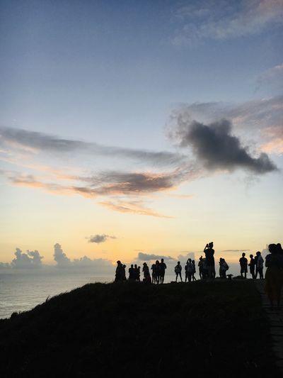 青青草原上追夕陽的人們 Sky