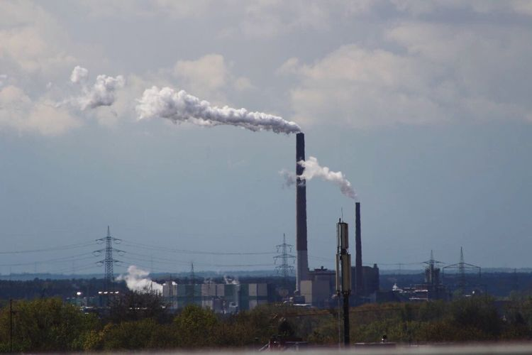 People and nature 😭😏 Industry Pollution Factory Smoke - Physical Structure Smoke Stack Emitting Air Pollution Chimney Business Finance And Industry Built Structure Nature Photography Long Goodbye NewEyeEmPhotographer Travel Destinations Springtime Fumes Environment Day No People Environmental Issues Sky Outdoors