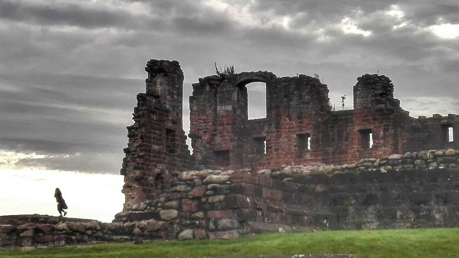 Old Ruin History Travel Destinations Travel Sky War Cloud - Sky Ruined The Past Outdoors Vacations Ancient Civilization Architecture No People Day Running Girl Backgrounds The Architect - 2017 EyeEm Awards