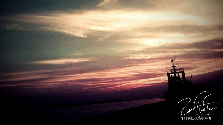A beautiful sunset! First Photo! Beautiful Sunset Harbour Inspired Boat Lonely Mother Nature Clouds ZHH Photography ZHH First Eyeem Photo