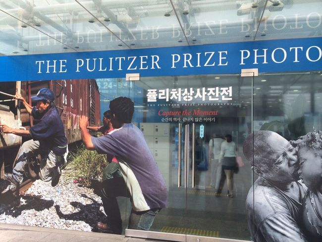 Beautiful, sad and amaging moment Pulitzer Prize Photo Art Gallery