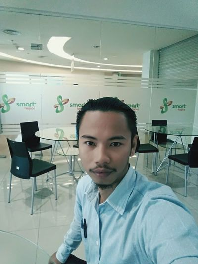 Looking At Camera Portrait Adults Only Only Men One Person Young Adult One Man Only Front View Business One Young Man Only Business Finance And Industry Indoors  Adult Confidence  People Working Expertise Smiling Day Scientist Sales Marketing Vaporizertarakan Vape Vapetarakan
