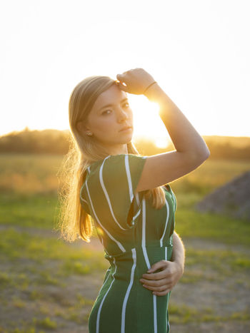 Athlete Clear Sky Rural Scene Young Women Sunset Standing Healthy Lifestyle Sunlight Sports Clothing Summer Timothy Grass Boho Tranquil Scene Streaming Calm Idyllic Rocky Mountains Shore Non-urban Scene Lakeside Tranquility Scenics Hippie Light Beam Shining Countryside Sunbeam Sun Hiker Jogging