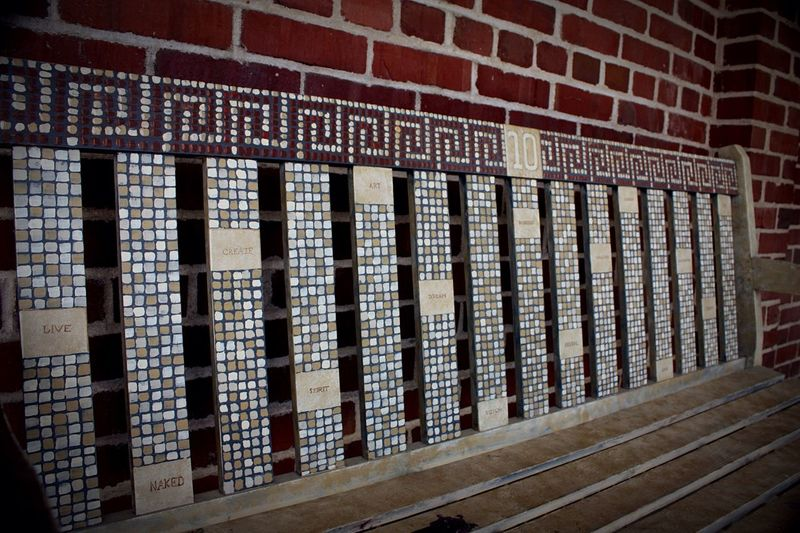 Bench Artist's Bench At The Art Festival Bench Seat Bench Art Words In Picture Benches Bricks