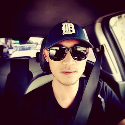 That's Me Hi! Enjoying Life Driving Photoshoot