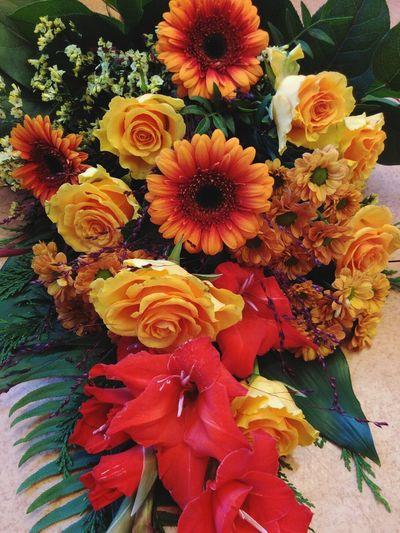 Bouquet Flowers Blooming Germini Roses Limonium Gaulteria Shallon Gladiolus Aspedistra Flower Porn Vibrant Color