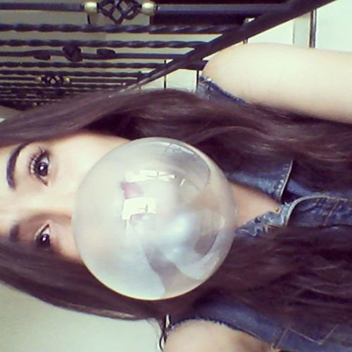 okay me emosione con el chicle Bubbles Hi World Hi!