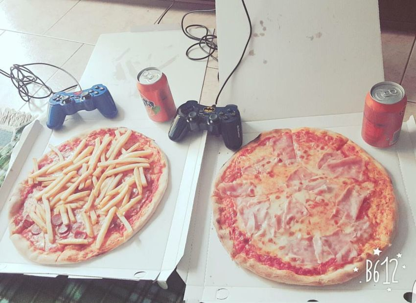 This is love! ❤ Thisislove❤ Pizzalover🍕🍕🍕 Pizza Time Playstation Uncharted4 Playing Games Love To Take Photos ❤