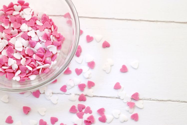Sugar hearts close up Close Up Bowl Sweets Copy Space Nobody Pink White Heart Valentine Valentine's Day  Sugar Hearts Sugar Süße Herzen Sugar Pink Color Food Food And Drink Flower Indoors  Freshness Studio Shot Close-up No People Sweet Food High Angle View Bowl Wood - Material