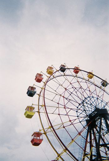 Ferris wheel 観覧車 Fun Day Outdoors Leisure Activity Built Structure Cloud - Sky Architecture Circle Metal Geometric Shape Shape Low Angle View No People Arts Culture And Entertainment Sky Amusement Park Amusement Park Ride 観覧車 Ferris Wheel 空 写ルンです Filmphotography Disposablecamera