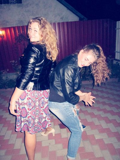 Paty Time FunnyGirls Dancing Relaxing Check This Out Cheese! Enjoying Life Taking Photos People Freinds Happyness UA Cooltime Ukranian Girl Relaxing Hello World