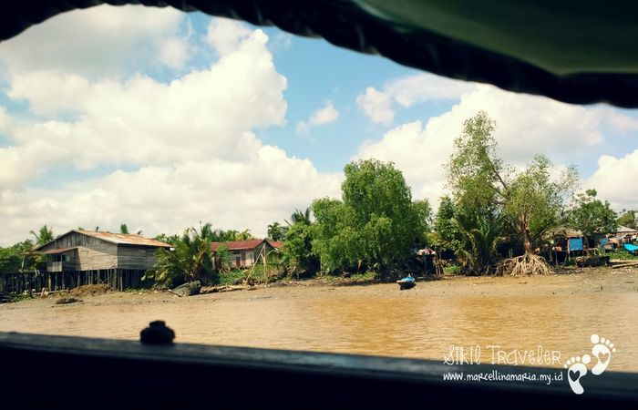 The Adventure Handbook In The Middle Of Nowhere Sikil Traveler On The Boat On The River