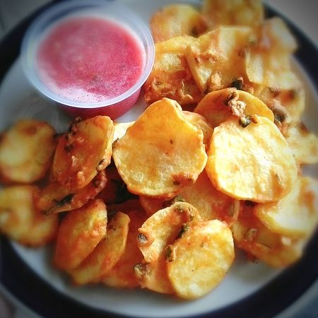 Potatoes Fritters Tomato Chutney Indianfood Starters Foodphotography Food On The Go Foodpic Foodstagram
