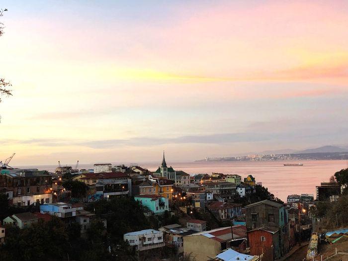Atardecer rosa en el puerto de Valparaíso, mirado desde el parque cultural de la Ex Carcel. Ex-carcel Cerro Carcel Valapaíso, Chile Architecture Building Exterior City Built Structure Building Sunset Cloud - Sky First Eyeem Photo