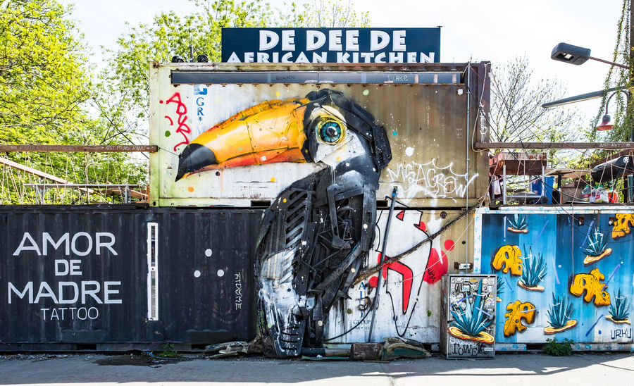 Berlin spots where art meets big city life. The bicycle and metal art Artsy Berlin Berlin Photography City Creativity Travel Visit Berlin Architecture Art And Craft Bicycle Bird Day Graffiti Hipster Kunst Outdoors Representation Thisissoberlin #FREIHEITBERLIN EyeEmNewHere