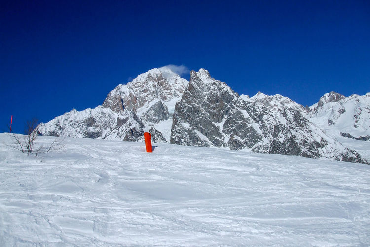 Monte Bianco Snow Cold Temperature Mountain Winter Sky Nature Scenics - Nature Beauty In Nature Blue Day Clear Sky One Person Tranquil Scene Tranquility Mountain Range Land Environment Non-urban Scene Landscape Snowcapped Mountain Montblanc Bianco 4810m VALVENY