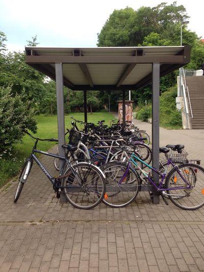 Bycicle Bycicles Fahrräder Fahrrad Unterstand Fahrradständer Regen Park & Ride Haltestelle