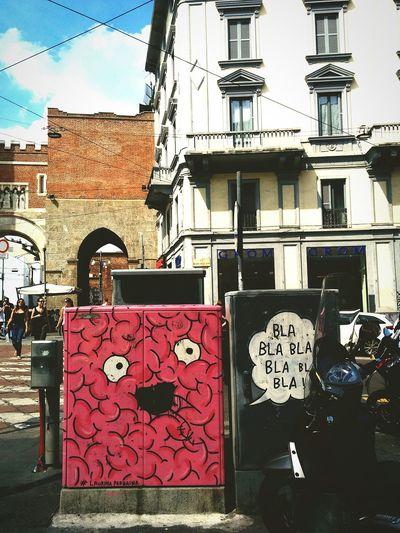 happy face Urban Streetphotography Streetart City City Life Milano Stroll Walking Around Hotsummer Blue Sky Colorful