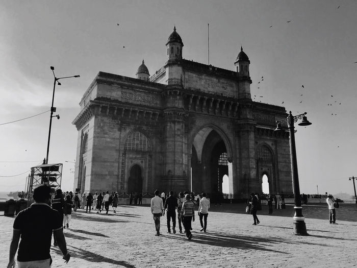 People in front of gateway to india