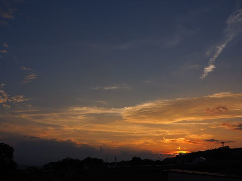 静かに暮れていきます 秋の夕空 オレンジ色の空 空 My Sky 夕空萌え部 夕暮れ 夕空 今日の空 夕焼け空 Sunset Nature EyeEm Nature Lover Nagano, Japan 信州 今日の夕空