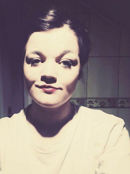 Hi! Makeup Smile ✌ Selfie ✌ Selfiegirls Selfie Portrait Hallo World Today's Hot Look Portrait That's Me