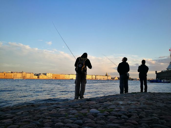 Silhouette Standing Men Only Men Sky Full Length People Adult Beach Water Outdoors Togetherness Sunset Day Horizon Over Water Nature Headwear EyeEmNewHere Fishing River Real People Cityscape City Life Travel Destinations Architecture