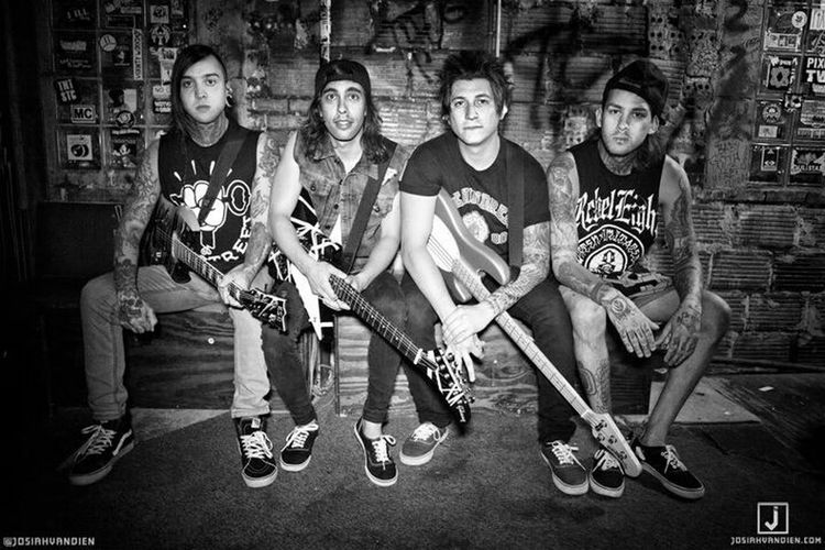 Pierce The Veil Tony Perry Jaime Preciado Mike Fuentes Vic Fuentes Tony Turtle