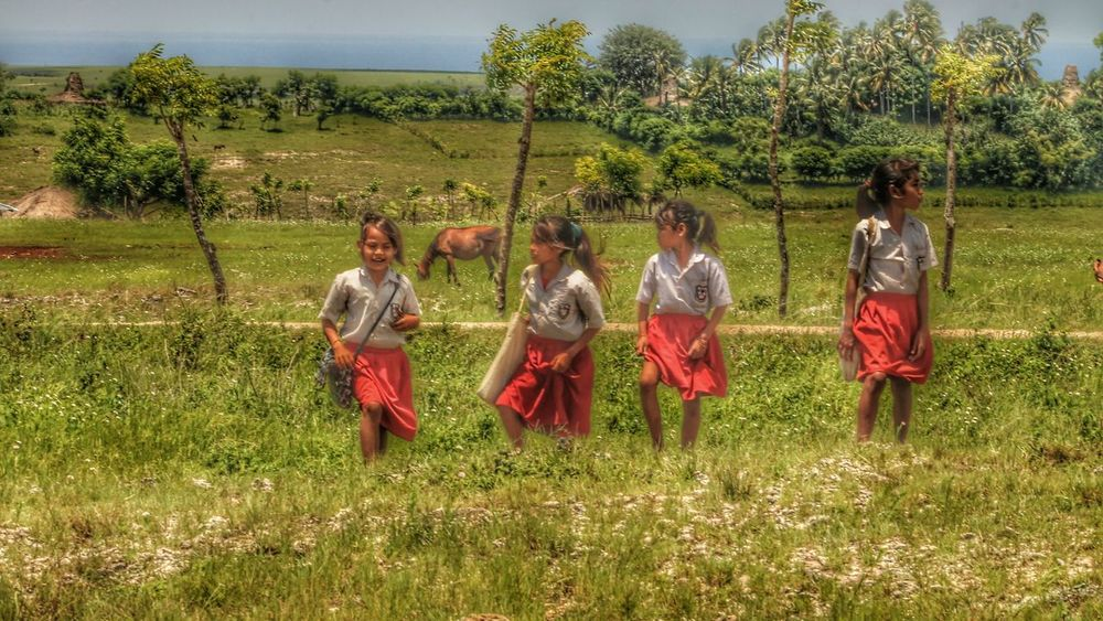 Beautiful day 🙌🙌 Taking Photos Hello World Hi! Village Life Happy Day Happy Shy Village Child Life Kids Portrait Kidsphotography Photo Of The Day Smile Beautiful Sumba Timur Traveling School The Week On EyeEem Travel Beautiful View Love Tranquil Scene Enjoying Life Summer