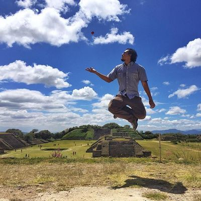 A prueba de todo... • 📷 @fcoronado • OaxacaAPie PolaroidMx Polaroid Cube Saltos_Mex Jumpstagram Jumpotd OaxacaFilmFest PolaroidCube ❤Polaroid @polaroid_mx @polaroid GRAMJUMP_SOTY2015 THEGRAMIES2015