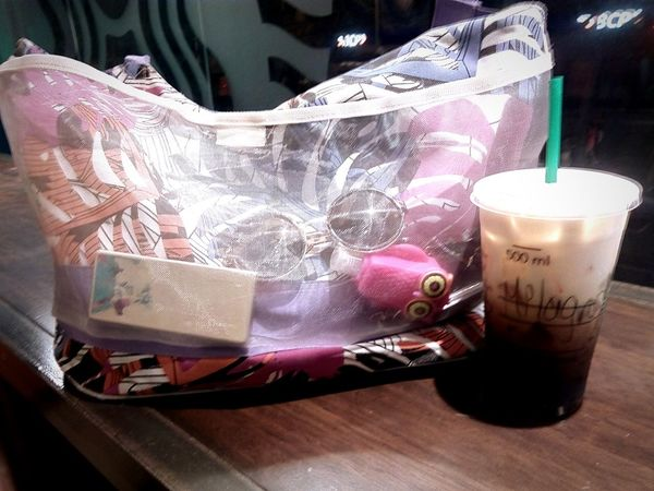 Girlstuff  Keys Coffee Time Coffee ☕ Starbucks Coffee Starbucks ❤ Coffeelover🍵 Bag Summer EyeEmNewHere Eyeemcoffee