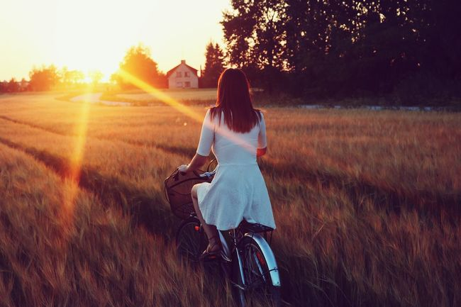 Dress Field Sister Photoshoot Sunset Bicycle Sunlight Cycling Sun Sunrise Evening Sundress First Eyeem Photo EyeEmNewHere