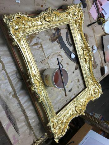 Water gilding a picture frame Gold Gold Leaf Restoration Shiny Workshop Art And Craft Gilding Water Gilding